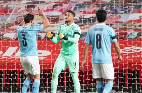 Манчестер вновь «голубой». Сити обыграл Юнайтед на пути в финал Кубка лиги