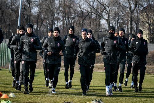 Три футболиста Зари сдали положительные тесты на коронавирус