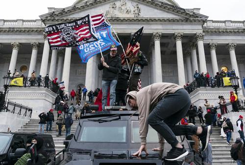 Тренер Фрайбурга: «Лидеры США несут ответственность за гибели у Капитолия»