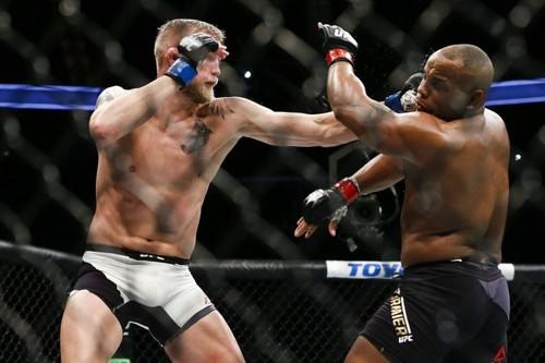 Топ-5 бойцов, которые незаслуженно получили бой за титул UFC