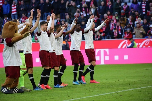 ВІДЕО. Вболівальники Баварії влаштували перфоманс в честь 120-річчя клубу