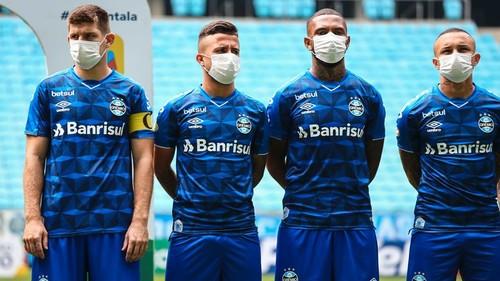 В АПЛ обсуждают новые правила. Игрокам придется носить маски на тренировках