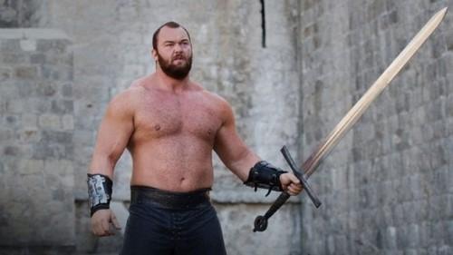 ВИДЕО. Актер Игры престолов установил рекорд в пауэрлифтинге