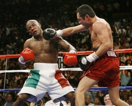 ВИДЕО. 13 лет назад Мейвезер победил Де Ла Хойю