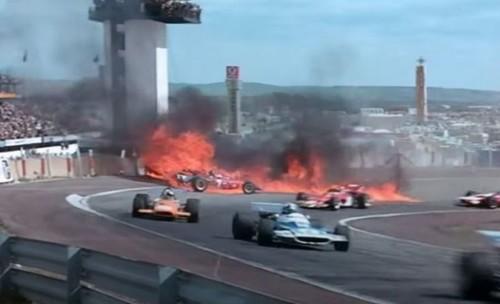 ВИДЕО. Это не кино. Формула-1 в 70-х: аварии и пожар на трассе