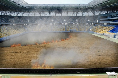 Динамо приняло решение выжечь старую траву на собственном стадионе