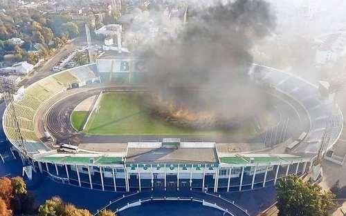 ФОТО. Ворскла підтримала Динамо і спалила траву на своєму стадіоні
