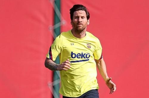 ФОТО. Месси показал, как занимался на первой тренировке Барселоны