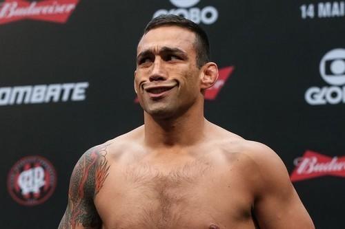 ВИДЕО. Как зараженный COVID-19 Соуза контактировал с другими бойцами UFC
