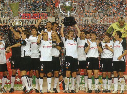 ВІДЕО. 16 років тому Валенсія завоювала шостий титул чемпіонів Іспанії