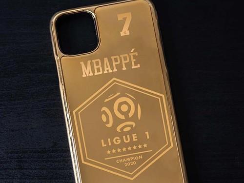 ФОТО. За чемпионство игроки ПСЖ получат чехлы для айфонов из чистого золота