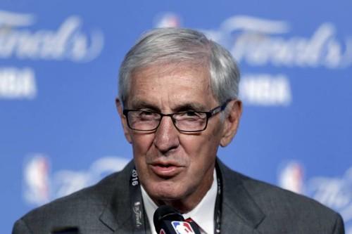 Умер один из лучших тренеров в истории НБА Джерри Слоун