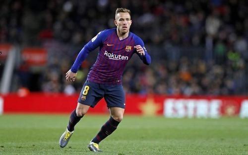 Артур не хоче залишати Барселону