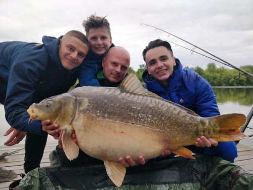 ФОТО. Огромная рыба. Шапаренко и Миколенко достигли успехов в рыбалке