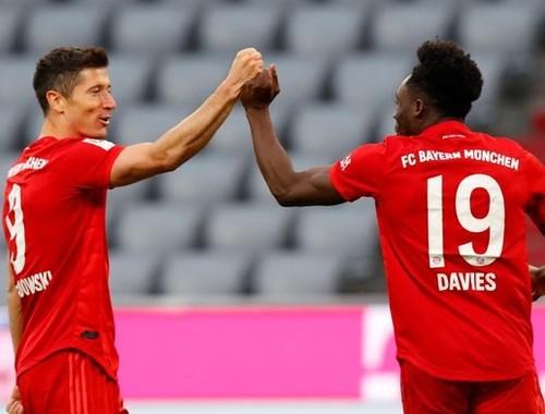 Бавария разбила Фортуну, Левандовски отличился дублем