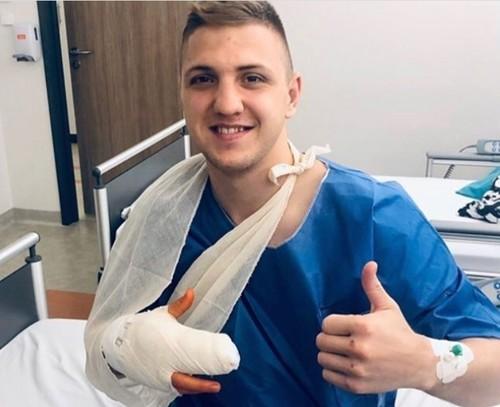 Непобежденный украинский боксер перенес операцию на руке