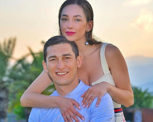 Ткните себе пальцем в глаз! Жена Степаненко опубликовала фото травмы Тараса