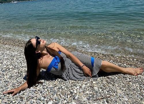 ФОТО. Мій рай. Дружина Маліновського насолоджується на італійському пляжі