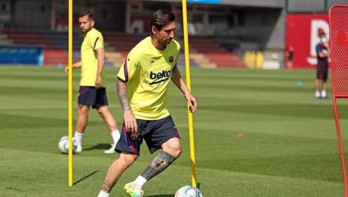 ВИДЕО. Месси не занимался с основной группой на тренировке Барселоны