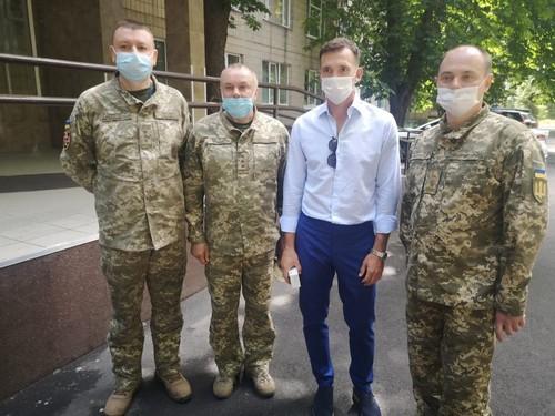 Андрей Шевченко посетил военный госпиталь и передал гуманитарную помощь