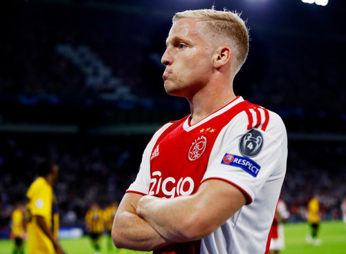 Реал погодив контракт із Донні ван де Беком