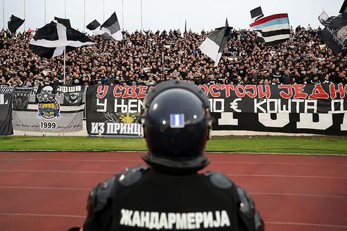 ФОТО. 25 тысяч фанатов. Как прошло первое посткарантинное дерби Белграда