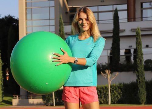 ВИДЕО. Как Юлия Левченко тренируется на стадионе