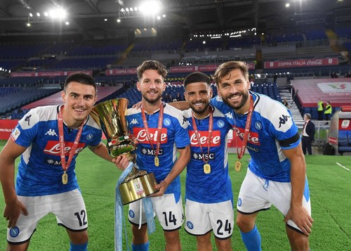 ВИДЕО. Как Неаполь праздновал победу в Кубке Италии