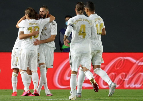 Дубль Бензема. Реал одержал победу над Валенсией и преследует Барселону