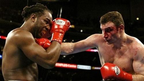 ВИДЕО. 17 лет назад состоялся легендарный бой Кличко с Льюисом