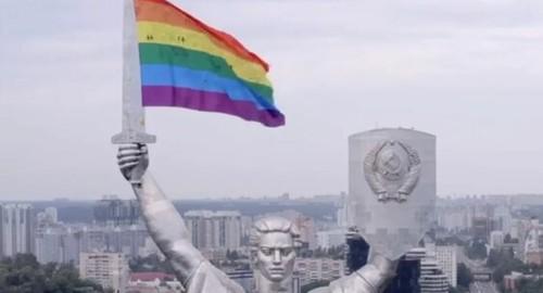 Валуев шокирован размещением флага ЛГБТ на монументе Родина-мать в Киеве