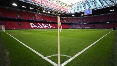 «Запрещено петь и кричать». В Нидерландах стадионы откроют не раньше осени