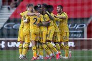 Арсенал в непростом матче одолел Саутгемптон и поднялся в топ-10 АПЛ