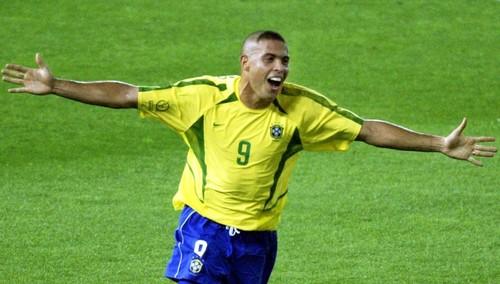 ВИДЕО. Как Роналдо дважды огорчил Кана в финале ЧМ-2002