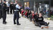 В Дании полиция избила дубинками фанатов, которые не соблюдали дистанцию
