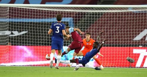 Ярмоленко принес Вест Хэму победу над Челси, Месси забил в стиле Паненки