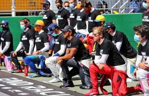 Льюїс ХЕМІЛТОН: «Я нікого не змушував ставати на коліно перед гонкою»