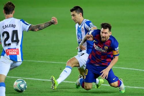Барселона выиграла каталонское дерби благодаря голу Суареса