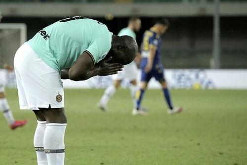 Мигел Велозу наказал нерадзурри. Интер не сумел победить Верону