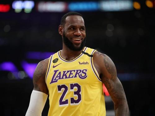 Леброн Джеймс вирушив в Орландо, де буде відновлено сезон НБА