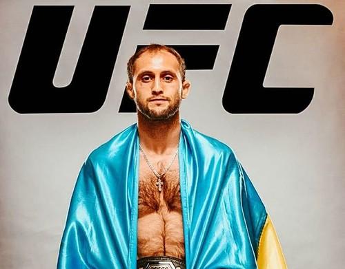 Что случилось? Украинский боец UFC снялся со своего дебютного боя