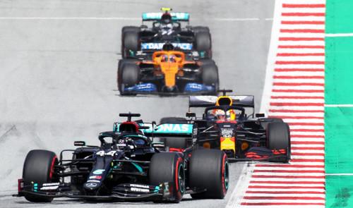 Хэмилтон легко выиграл гонку в Австрии, столкновение Феррари, прорыв Переса