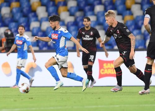 Наполи и Милан разошлись миром в очень напряженном поединке Серии A