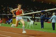 ВИДЕО. 35 лет назад Сергей Бубка стал первым, кто покорил высоту 6 метров