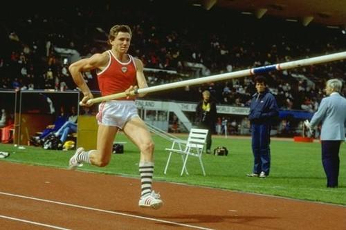 ВІДЕО. 35 років тому Сергій Бубка став першим, хто підкорив висоту 6 метрів
