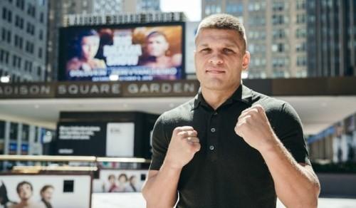 Деревянченко будет драться за титул WBC. Украинец согласовал бой с Чарло