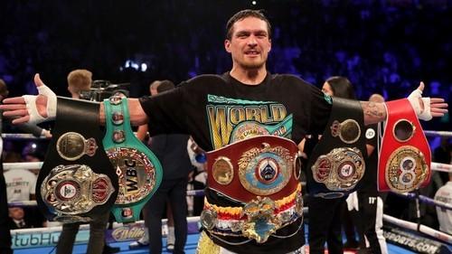 ФОТО. WBC сравнил Усика с Холифилдом