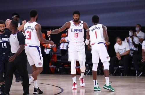 Клубы НБА провели первые контрольные матчи