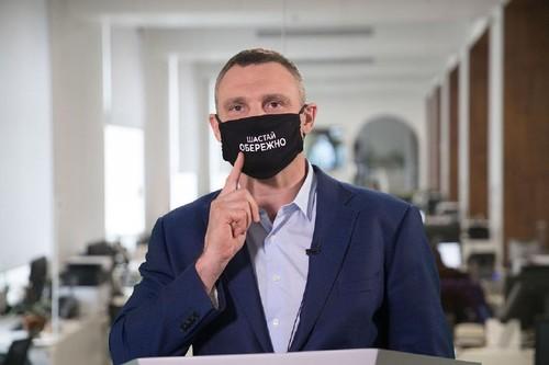 ФОТО. Виталий Кличко гонял вандалов и надорвал ахиллово сухожилие