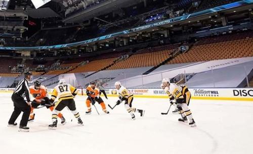ВИДЕО. В НХЛ сыграли первые матчи с марта. Готовятся к рестарту сезона